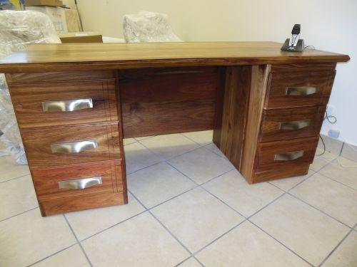 The Alec kiaat desk