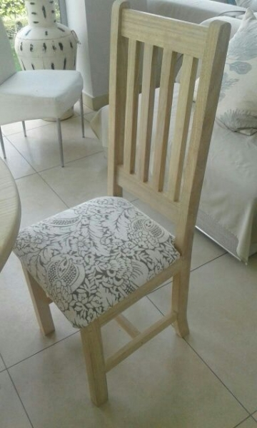 Oval Rubberwood chair