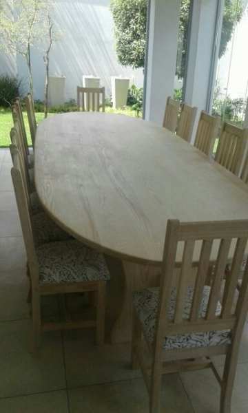 Oval table patio